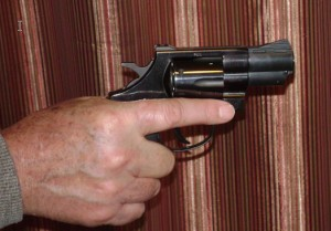 Revolver grip with one hand (trigger finger view)